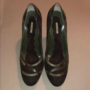 Max Studio brown with green trim high heels size 7